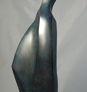 sculpture en bronze - femme longue et fine -titre Euterpe