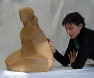 Camy , photo de l'artiste dans son atelier